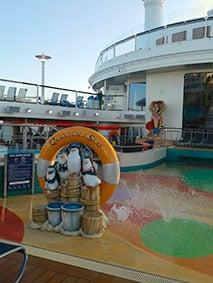 Quantum of the Seas pont piscine