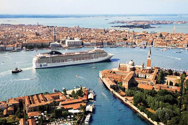 Le MSC Musica dans la lagune de Venise