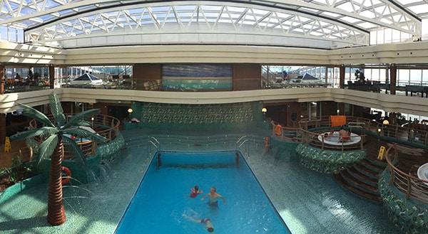 AquaPark avec toit amovible pour se baigner été comme hiver