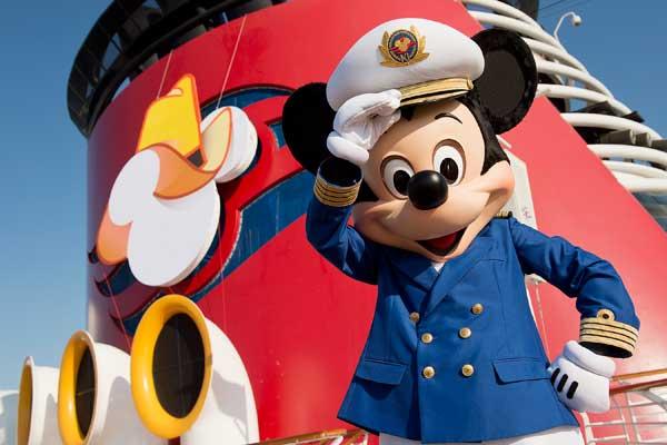 Le capitaine Mickey vous attend à bord de l'un de ses navires