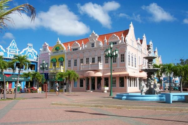 place colorée Daniel Leo à Oranjestad
