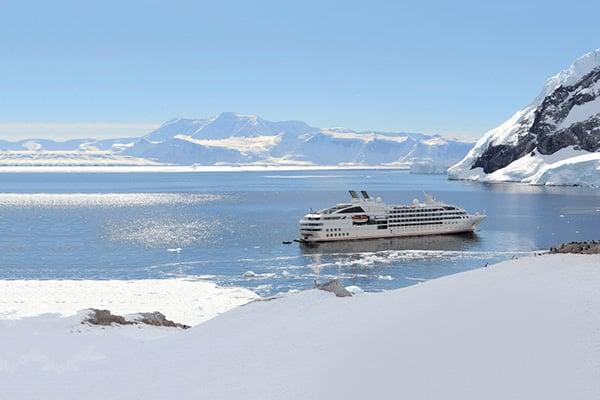 Le Soléal dans les glaces de l'Antarctique