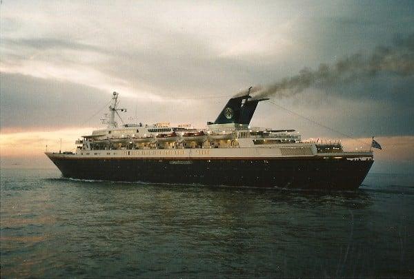Tritton s'aventurant en mer Méditerranée