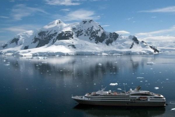 Un navire de la compagnie Ponant en Antarctique