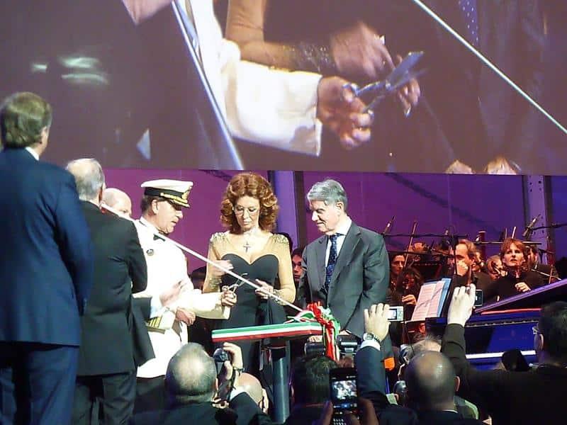 Sophia Loren s'apprêtant à baptiser le MSC Preziosa