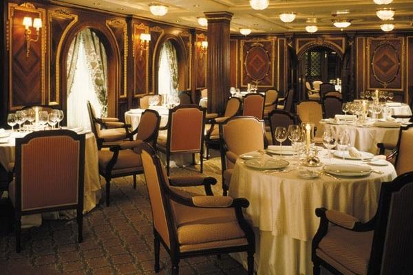 Le restaurant The Olympic, à bord du Celebrity Millennium