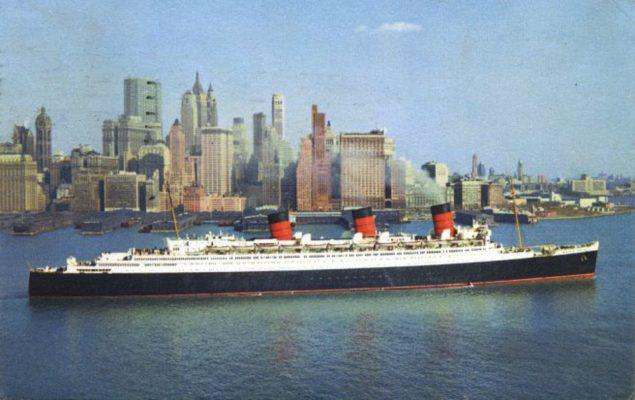 Queen Mary, premier du nom, quittant New York dans les années 1950