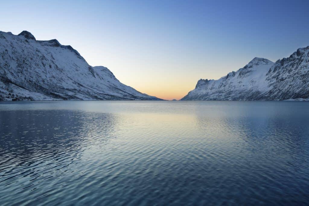 arctique_croisiere_neige_lac_voyage