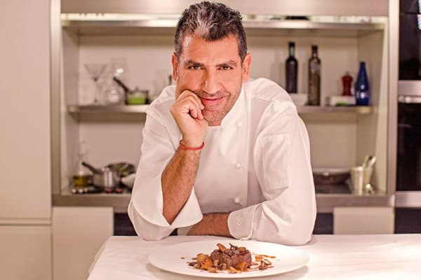 Le chef Paco Roncero devant l'une de ses créations
