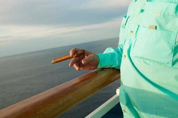 Fumer sur son balcon est prohibé chez certaines compagnies