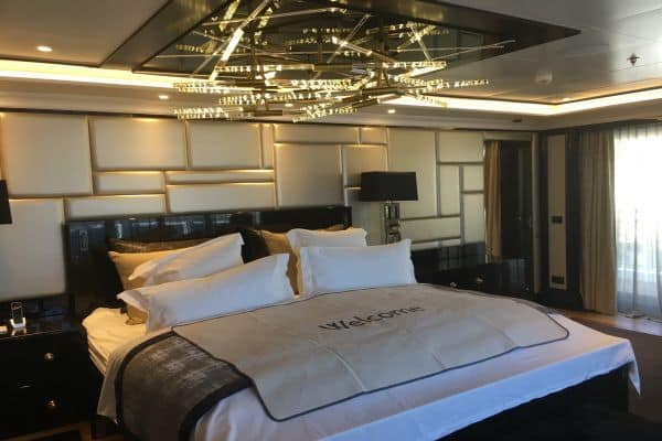 avis professionnel seven seas explorer par azur croisieres. Black Bedroom Furniture Sets. Home Design Ideas