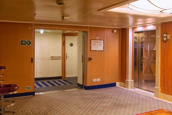 Pas forcément avantageux d'être situé près d'ascenseurs