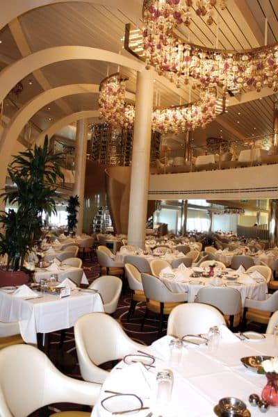 The Dinig Room, restaurant principal © Nathalie Azur Croisières